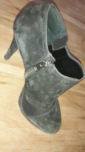 Tolle Stiefeletten aus Wildleder / High Heels
