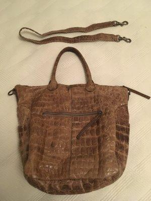 Tolle Tasche von Liebeskind mit vielen Seitentaschen und extra Riemen