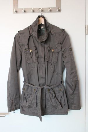 Tolle Übergangsjacke aus Baumwolle von H&M in trendiger Farbe mit vielen Details