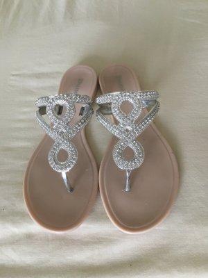 Tolle und leichte Sommer-Sandalen mit Strass