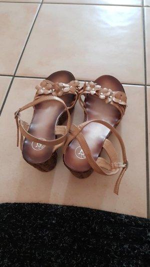 tolle wedges Sandalen beige mit Blüten