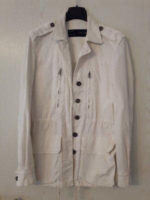 tolle weiße Jacke von Zara  mit versteckter Knopfleiste