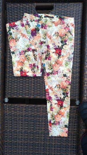 Tolle Zara Hose mit Blumenmuster, Gr. 36