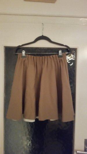 Toller Faltenrock in beige von Zara.