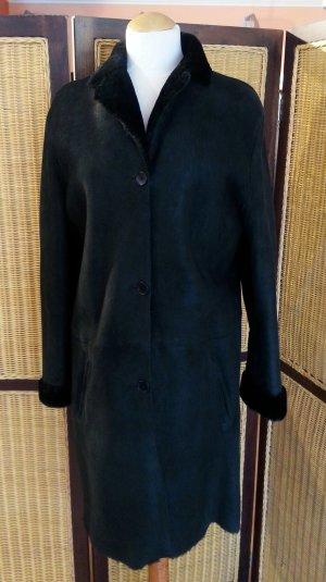 Toller Lammfellmantel in schwarz, Gr. 36 von Jones