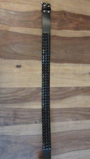 Toller Nietengürtel in schwarz von Pimkie – Gr. 85