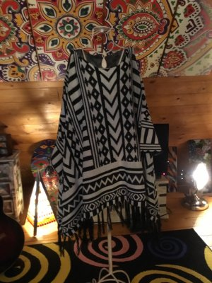 Poncho black-cream