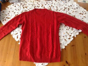 toller roter Pullover strick