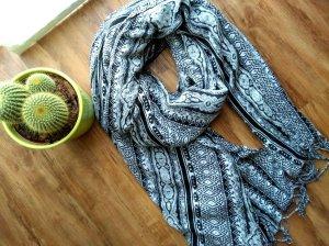 Toller Schal mit Muster