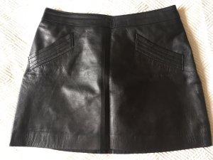 Toller schwarzer Leder-Minirock mit Makel von Zara