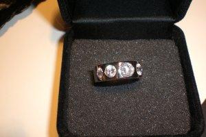 toller Silberring mit funkelnden Zirkonia-Steinen