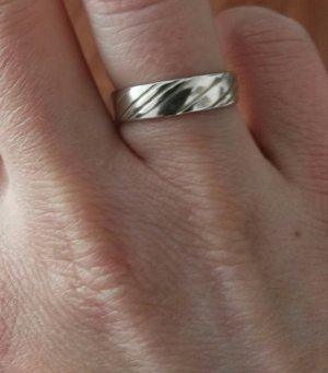 toller Silberring mit Streifen Größe 1,7 cm Durchmesser