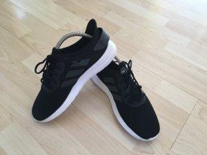 toller Sneaker von Adidas Gr. 41 1/3 in Schwarz, Top Zustand