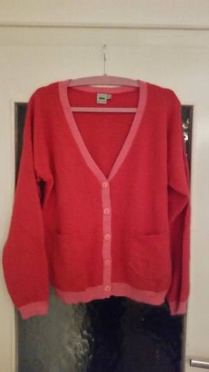Toller Strick-Cardigan von asos in angesagter rot-pink Kombination.