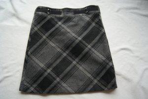 toller Winterrock in schwarz/grau mit Anteil von Wolle in leichter A-Form
