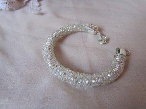Tolles Armband mit glitzernden Glassteinen