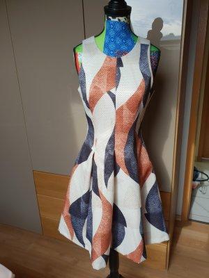 Tolles ausgestelltes kleid mit Muster