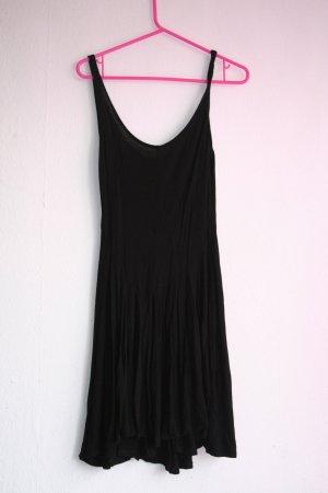tolles basic kleid in schwarz mit falten rock