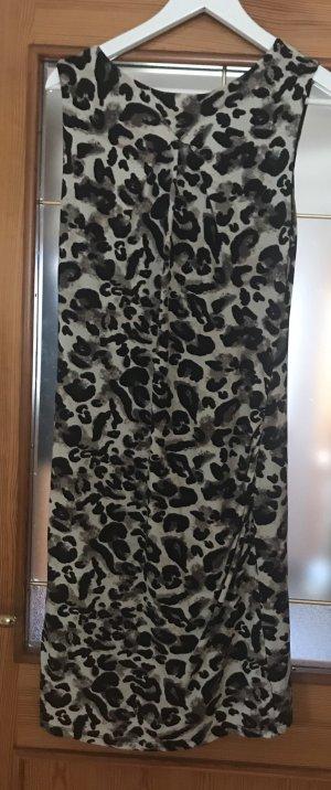 Tolles Comma-Kleid mit dazu passendem Schal