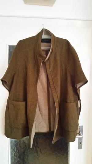 Tolles khakifarbenes Cape von Zara mit Taschen und Reißverschluss.