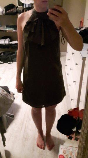tolles Kleid aus glänzendem Stoff