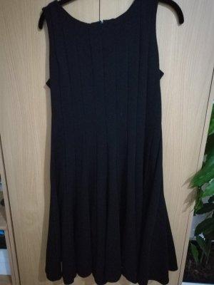 Tolles Kleid Calvin Klein 8 (40) in schwarz