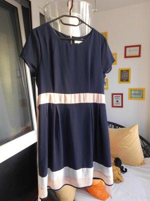 tolles Kleid in blau von Apricot