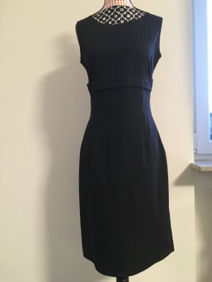 Tolles Kleid mit auffälligem Rückenmuster & Schleife