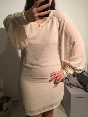 Tolles Kleid mit auffälligen Ärmeln