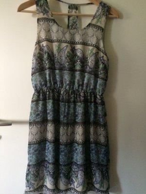 Tolles Kleid mit Paisley Muster