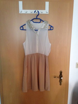 Tolles Kleid mit perlenkragen