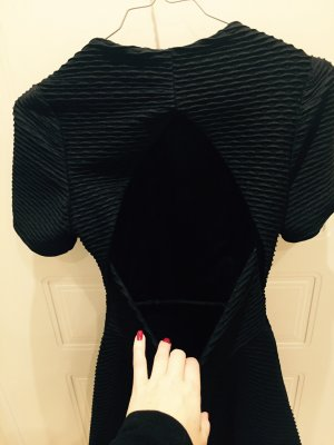 Tolles Kleid  mit raffiniertem Rückenausschnitt