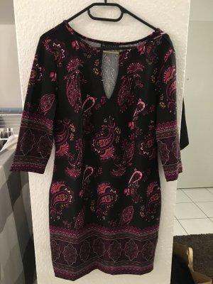 Tolles Kleid mit Schlüssellochausschnitt