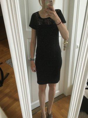 Tolles Kleid mit sexy Rückenausschnitt- perfekt für die festlichen Tage!