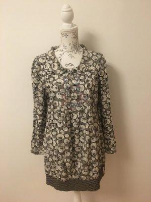 Tolles Kleid mit Stickereien vorne