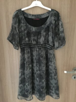 Tolles Kleid mit Totenköpfen von der Marke Tom Tailor Denim in Größe S
