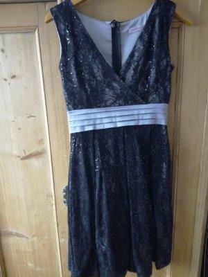 Tolles Kleid mit V-Ausschnitt