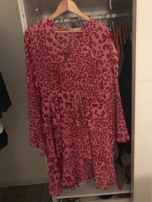 NA-KD Chiffon jurk roze-magenta