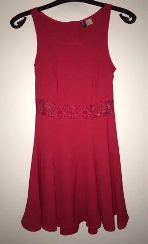 Tolles Minikleid in rot von H&M Divided