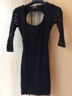 Tolles Minikleid in schwarz mit verspieltem Rückenausschnitt und Spitzenärmeln