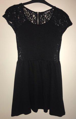 Tolles schwarzes Minikleid von H&M Divided mit wundervollem Rücken