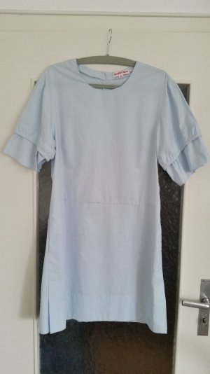 Tolles See by Chloé Kleid in hellblau mit kurzen Ärmeln mit Volants.