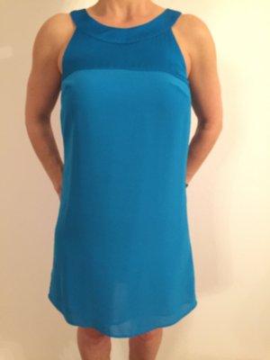 Tolles Sommerkleid in fließender Optik in kräftigem Blau in Größe 36
