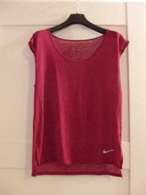 Tolles Sportshirt von NIKE  Gr. S Farbe: himbeer-rot