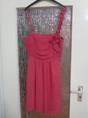 tolles und auffallendes pinkes Kleid