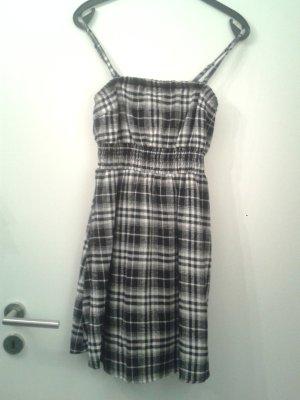 tolles warmes Karo - Kleidchen Kleid kariert tailliert - m Unterkleid - WIE NEU