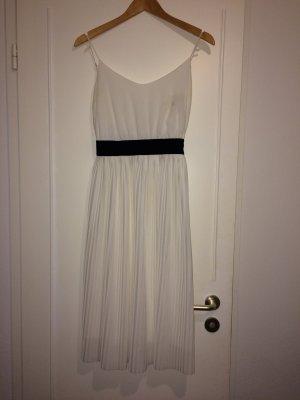 Tolles weißes Rückenfreies Kleid von Zara.