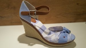 7fbb3ccd Tommy Hilfiger Women's Pumps at reasonable prices | Secondhand | Prelved