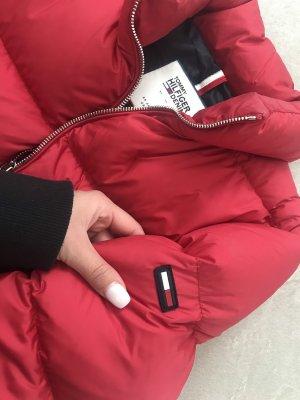 Tommy Hilfiger Jeans Daunenjacke in der Farbe rot Größe M