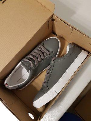Tommy Hilfiger Schuhe Sneaker Vivien grau Gr. 39 NEU